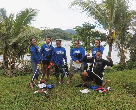 QUEST students prepare for coral reef surveys at Faga'alu. (Photo: Ali Bayless)