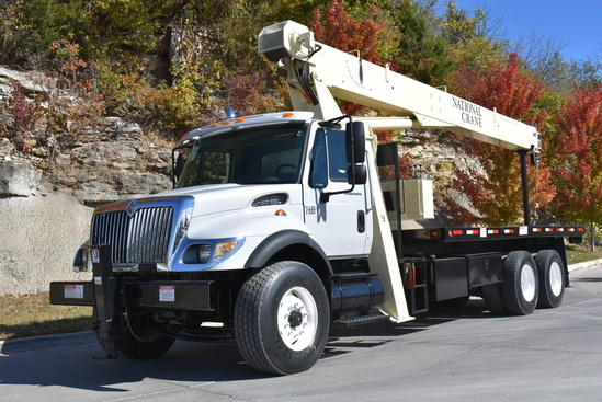 2005 International 7400 6x4 National 671E Boom Truck