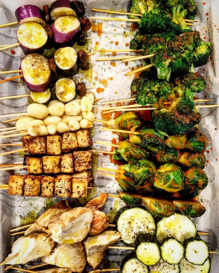 Follow @chubbyveg for stylized photos and kitchen inspiration, like these yakitori veggies and tofu. Image | @chubbyveg